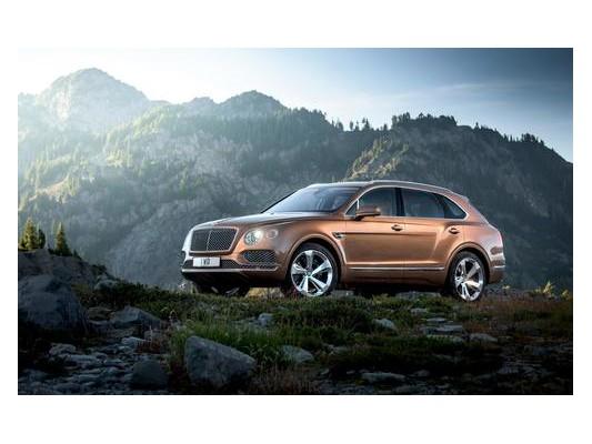 宾利添越在顶级豪华SUV市场做的硬桥硬马,并在丰满电动车型